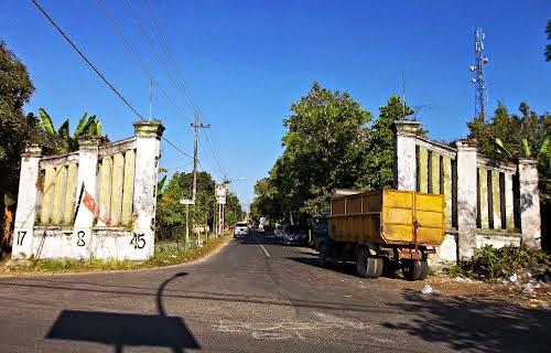 Bhang Bhuta Bangkalan Apriliyani Putri Gerbang Cukup Besar Situs Sejarah