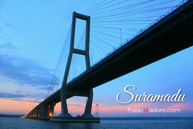 Gerbang Pulau Madura Atas Jembatan Temna Teman Bisa Melihat Pemandangan