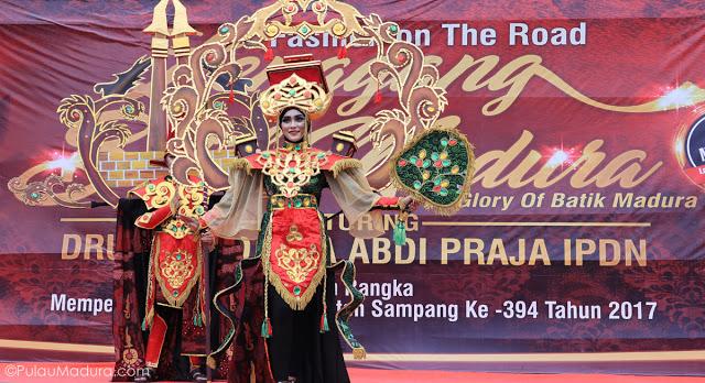 Gerbang Pulau Madura Event Diberi Nama Fashion Road Lenggang Batik
