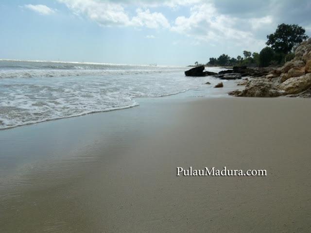 Gerbang Pulau Madura Hembusan Semilir Angin Pantai Sejuk Walaupun Pengunjung