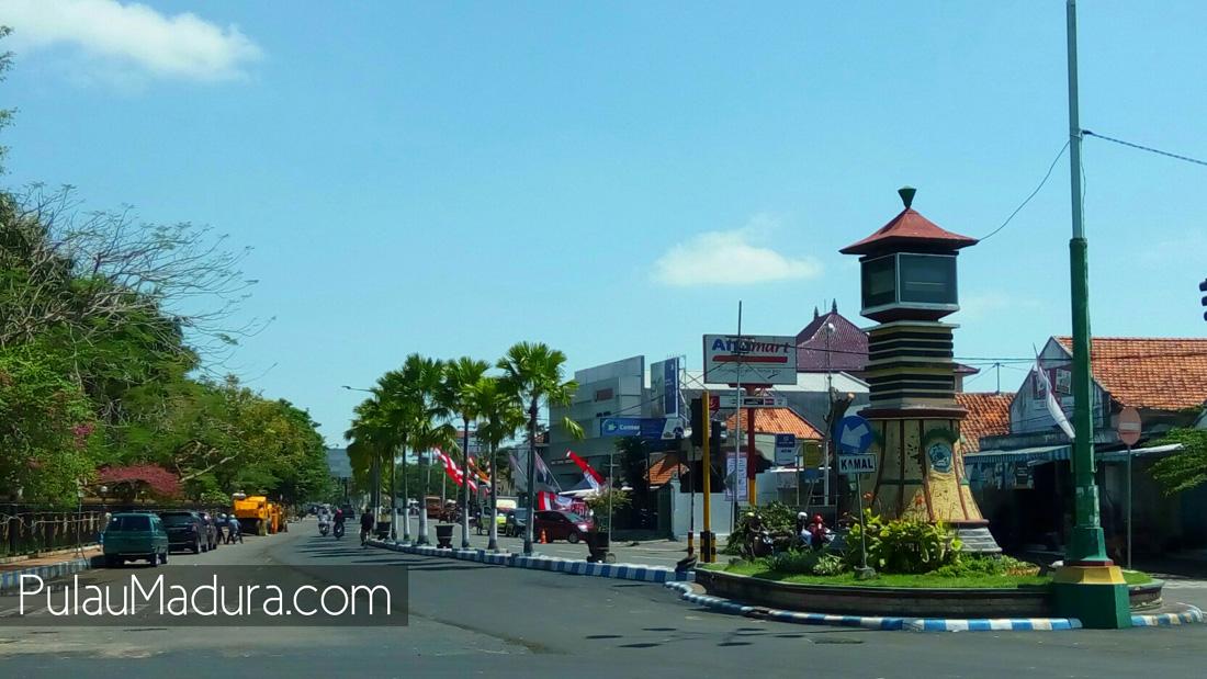 Obyek Wisata Monumen Bebas Tributa Kabupaten Bangkalan Gerbang Diketahui Terletak