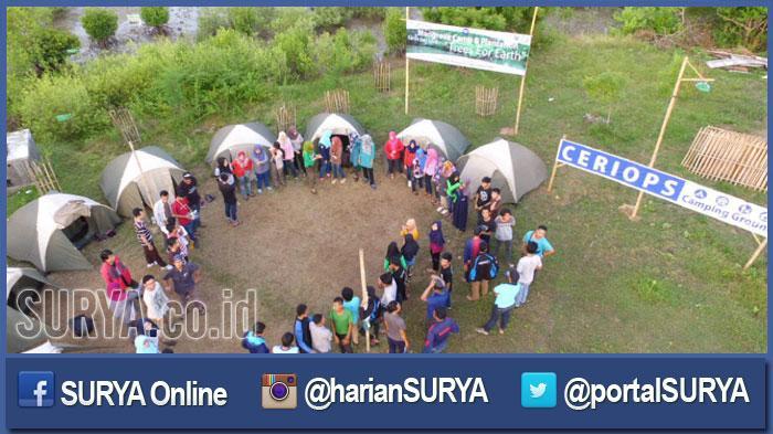 Puluhan Mahasiswa Jawa Timur Menginap Semalam Hutan Mangrove Bangkalan Melakukan