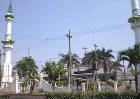 30 Tempat Wisata Madura Terbaru Wajib Dikunjungi Daerah Masjid Agung