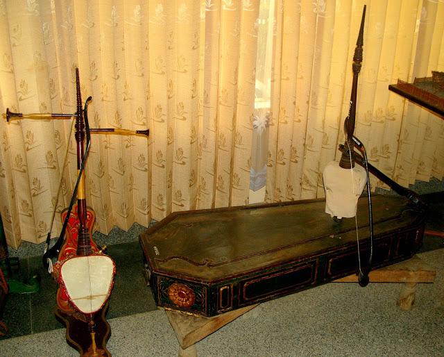 Wisata Sejarah Museum Cakraningrat Bangkalan Madura Gerbang Alat Musik Tradisional
