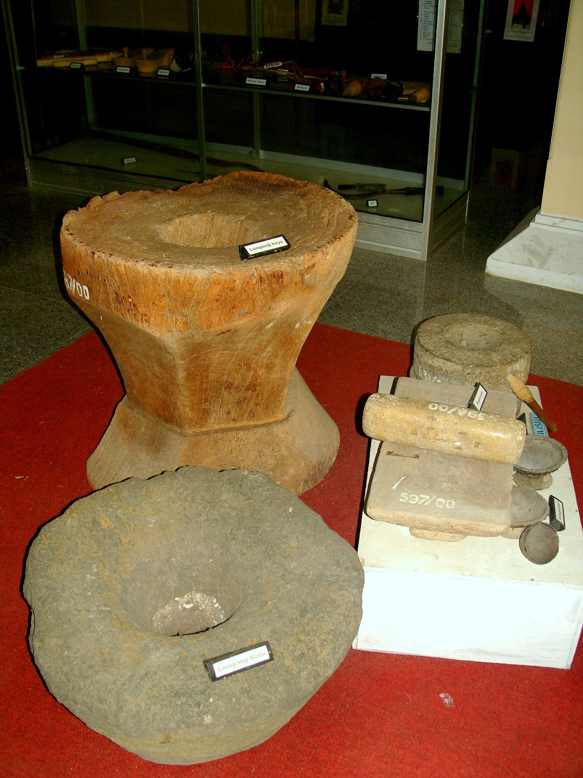 Wisata Sejarah Museum Cakraningrat Bangkalan Madura Gerbang Lumpang Batu Kayu