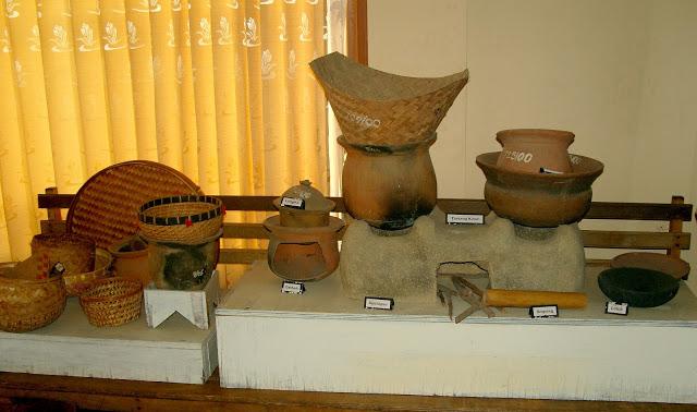 Wisata Sejarah Museum Cakraningrat Bangkalan Madura Gerbang Peralatan Masak Tanah