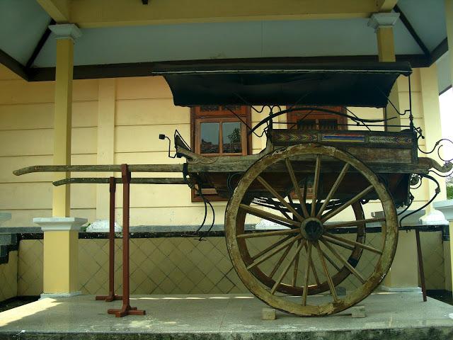 Wisata Sejarah Museum Cakraningrat Bangkalan Madura Gerbang Pir Sarana Transportasi