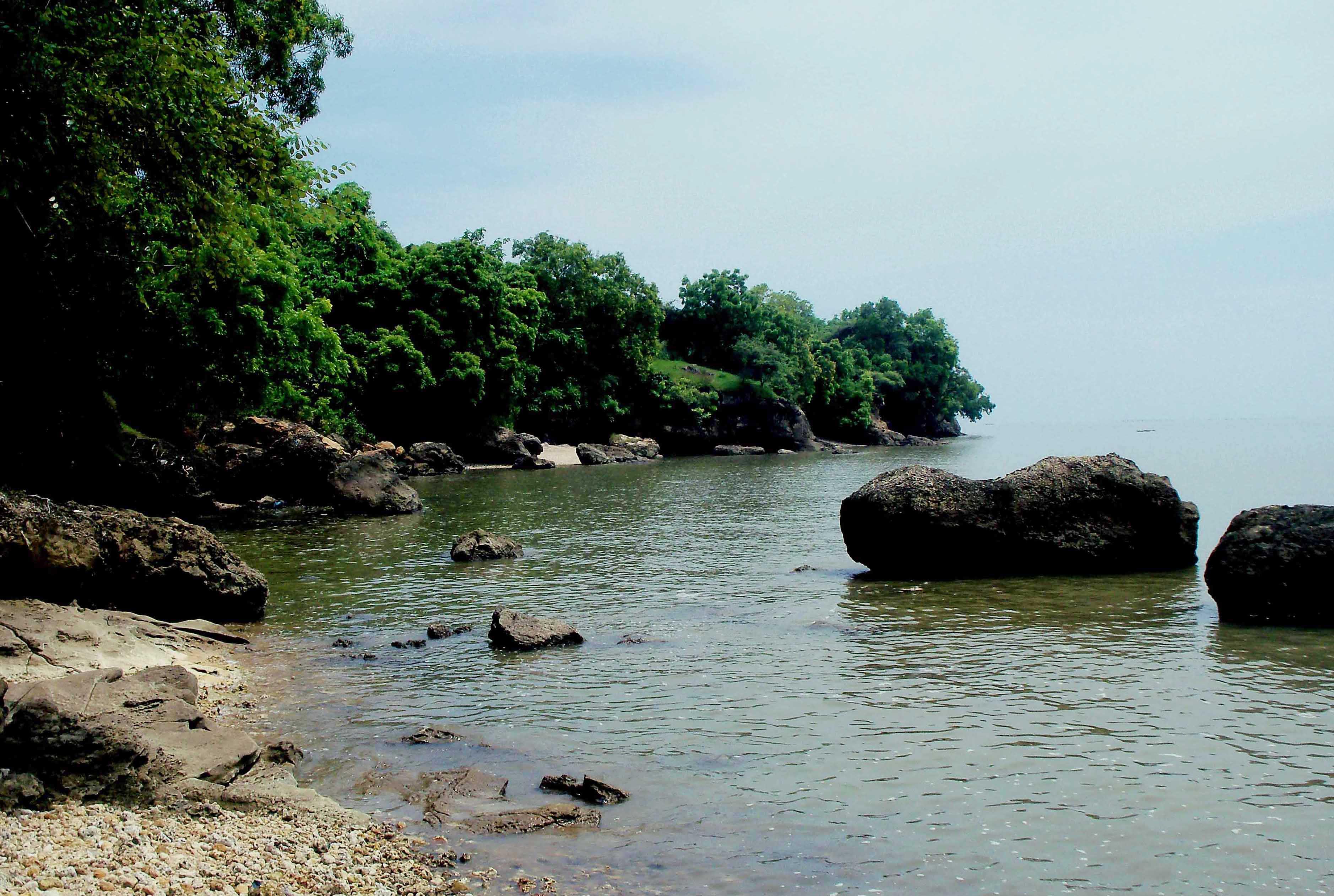 10 Objek Wisata Madura Dikunjungi Panduan Pantai Rongkang Maneron Kab
