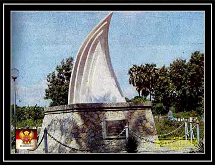 Bangkalan Memory Monumen Perahu Layar Klampis Pantai Maneron Kab