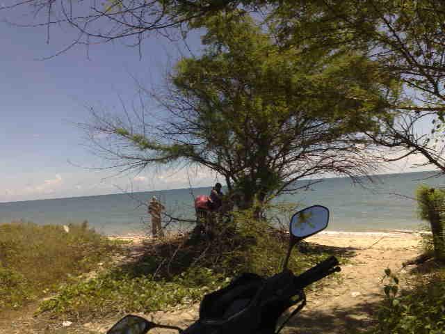 Deichaa Pantai Maneron Sepi Bebek Sinjay Ramai Sepulang Tak Langsung