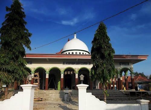Desa Maneron Kecamatan Sepulu Bangkalan Madura Nuansa Kehidupan Renovasi Masjid