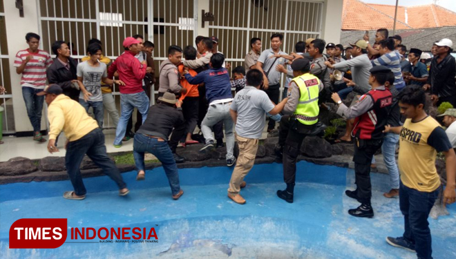 Sidang Kasus Pembunuhan Pantai Rongkang Bangkalan Ricuh Times Personel Kepolisian