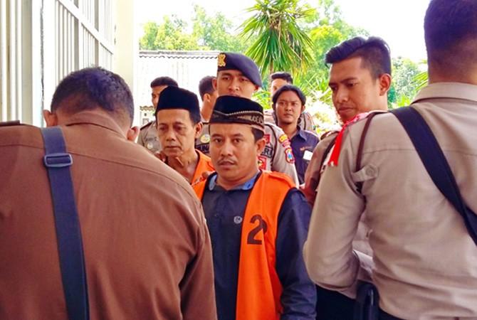 Terdakwa Kasus Pantai Rongkang Berikan Kesaksian Dijaga Ketat Polisi Menggiring