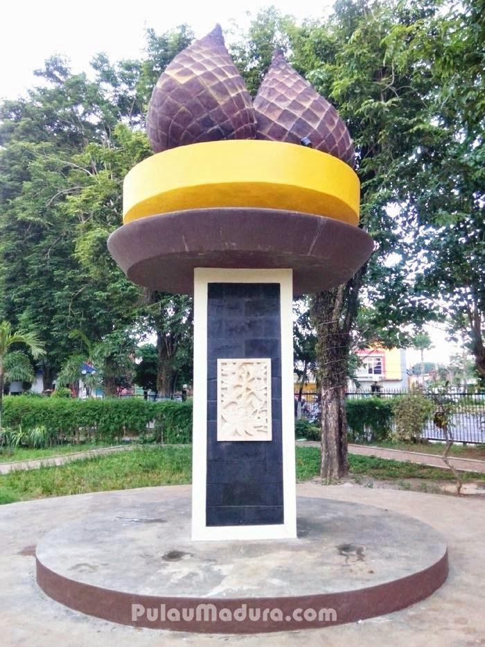 Indahnya Taman Paseban Kota Bangkalan Gerbang Pulau Madura Monumen Buah