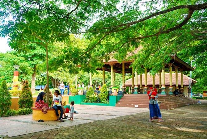 Menikmati Indahnya Bunga Taman Paseban Bangkalan Lokasi Berada Tengah Kota