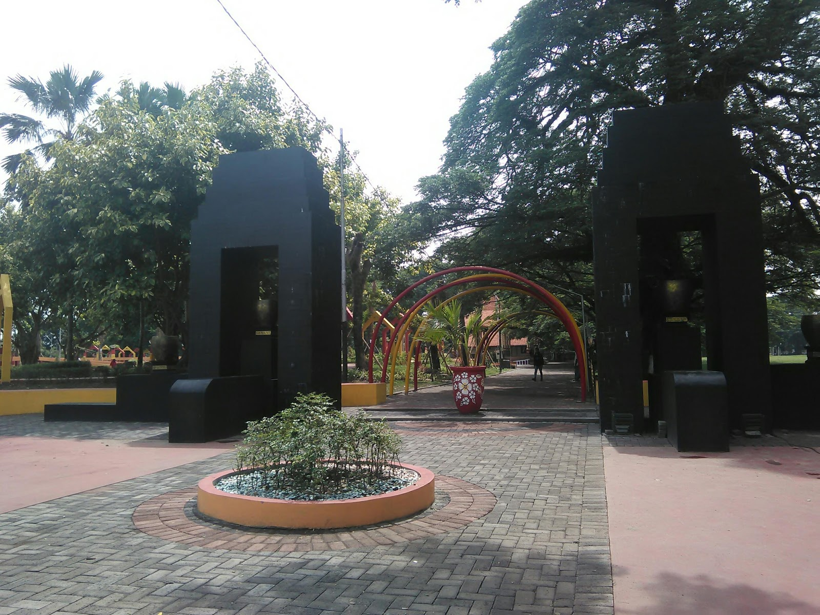 Taman Paseban Oase Tengah Krisisnya Bangkalan Pintu Masuk Gerbang Utama