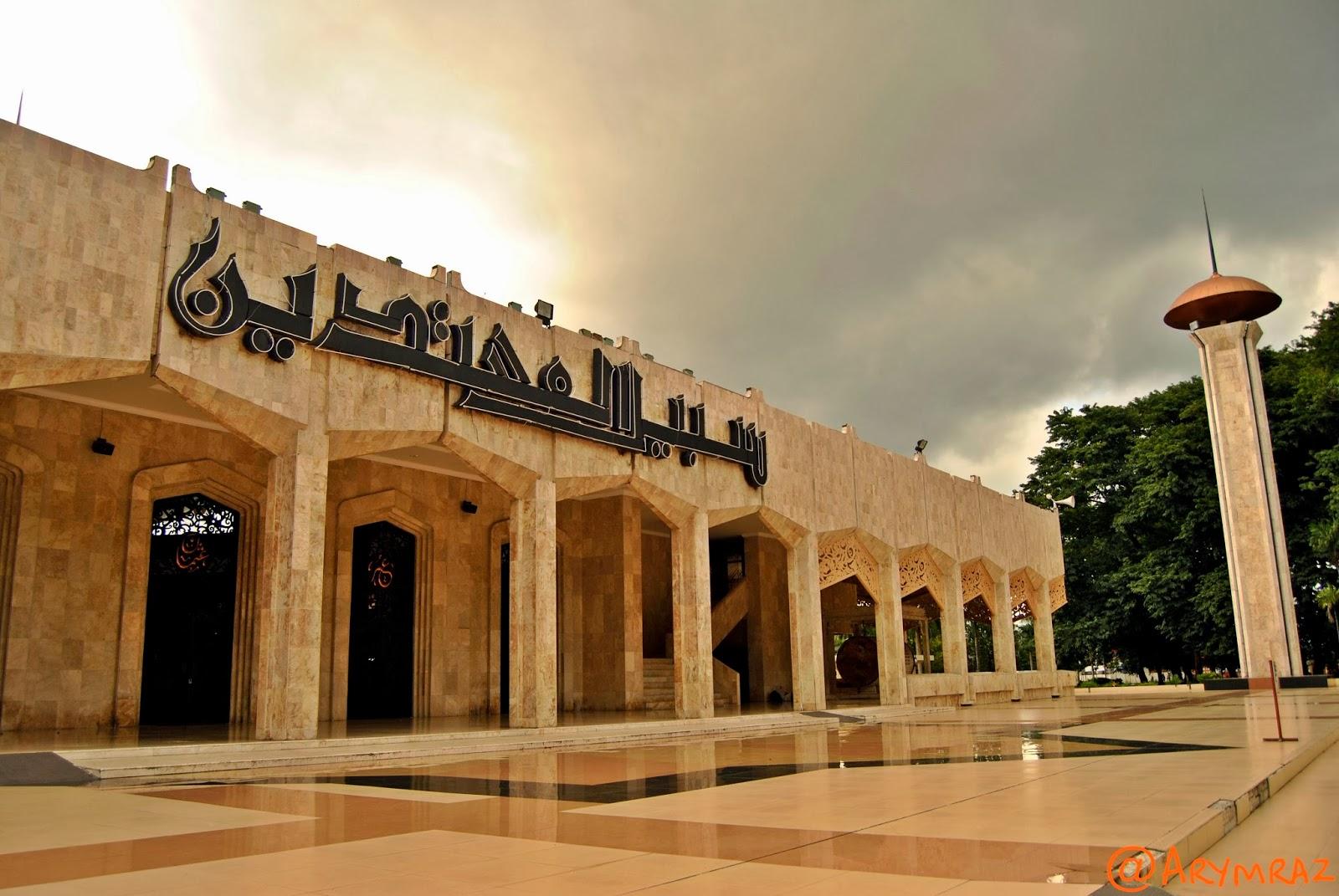 Ary Wardhana Yusuf Jejakku Mesjid Raya Sabilal Muhtadin 01 Masjid