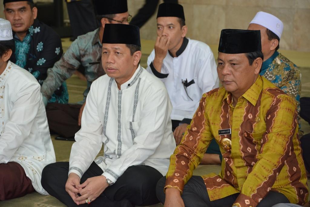 Gubernur Kalsel Sahbirin Noor Mengukuhkan Pengurus Badan Ka Masjid Raya