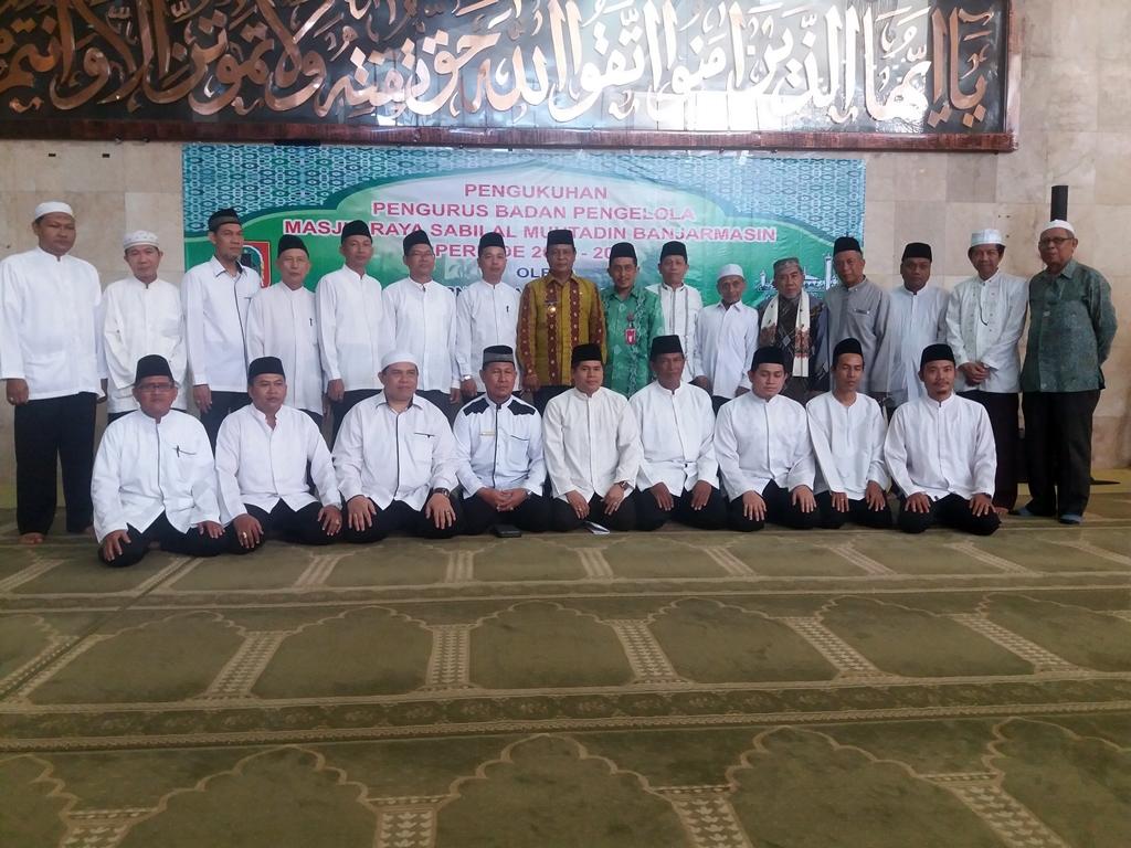 Gubernur Kalsel Sahbirin Noor Mengukuhkan Pengurus Badan Masjid Raya Sabilal