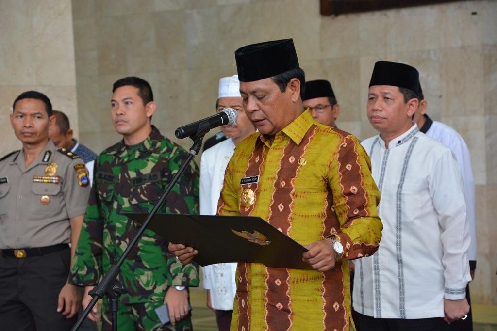 Gubernur Kalsel Sahbirin Noor Mengukuhkan Pengurus Badan Pengelola Masjid Raya