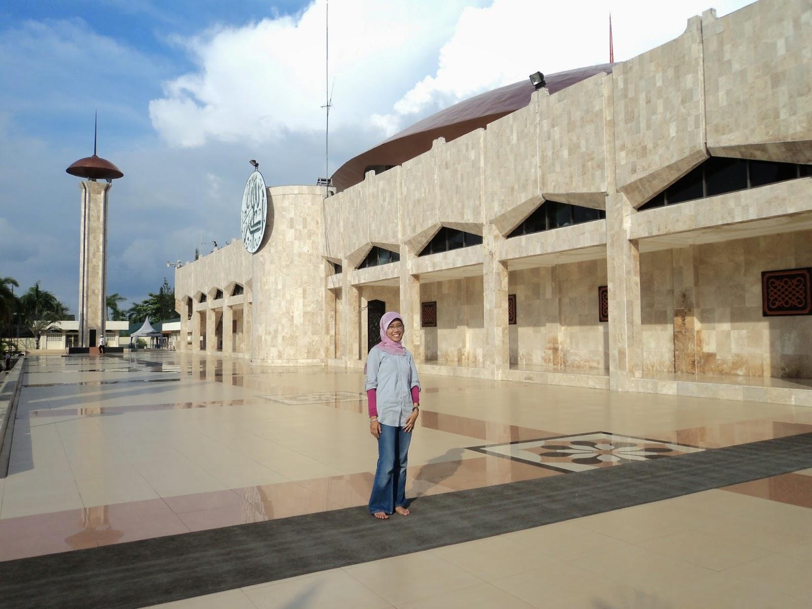 Kalimantan Selatan Archives Arum Silviani Areal Luar Masjid Raya Sabilal
