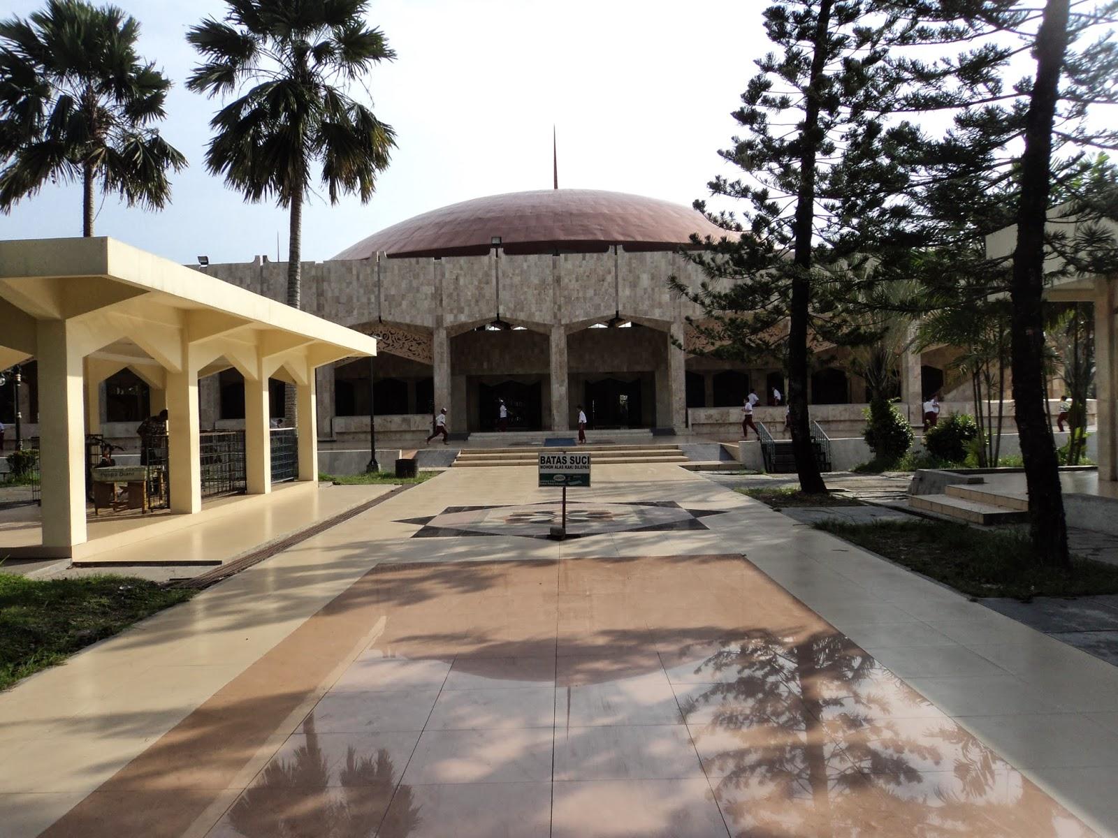 Kalimantan Selatan Archives Arum Silviani Masjid Raya Sabilal Muhtadin Tampak