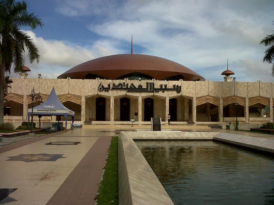 Wildan Sari Masjid Raya Sabilal Muhtadin Dilihat Sebelah Timur Kab