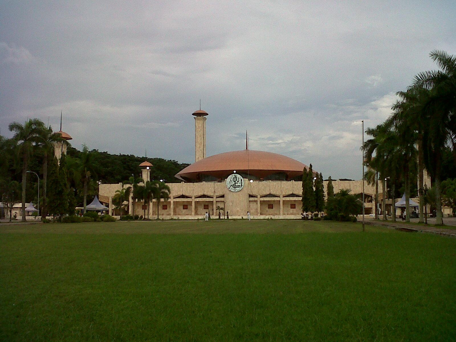 Wildan Sari Masjid Raya Sabilal Muhtadin Dilihat Sisi Barat Kab