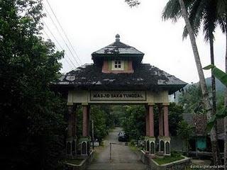 10 Masjid Tertua Indonesia Kliping Berita Online Saka Tunggal Terletak