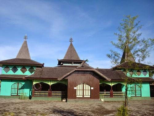 5 Tempat Wisata Banjarmasin Menarik Terindah Masjid Sultan Suriansyah Kab