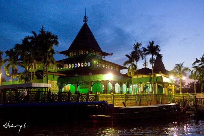 Cerita Menarik Balik Masjid Tertua Kalimantan Selatan Berry Sultan Suriansyah
