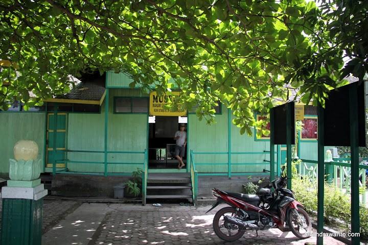 Foto Makam Sultan Suriansyah Jurnal Perjalanan Evi Indrawanto Museum Masjid