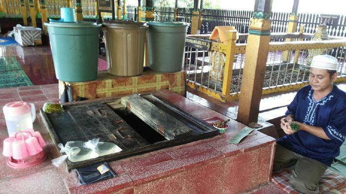 Khasiat Misteri Anak Jatuh Sumur Sultan Suriansyah Banjarmasin Masjid Kab