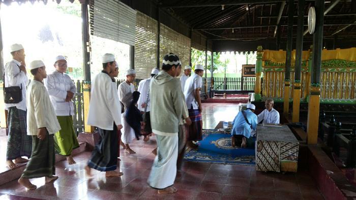 Khasiat Misteri Anak Jatuh Sumur Sultan Suriansyah Ziarah Makam Jalan