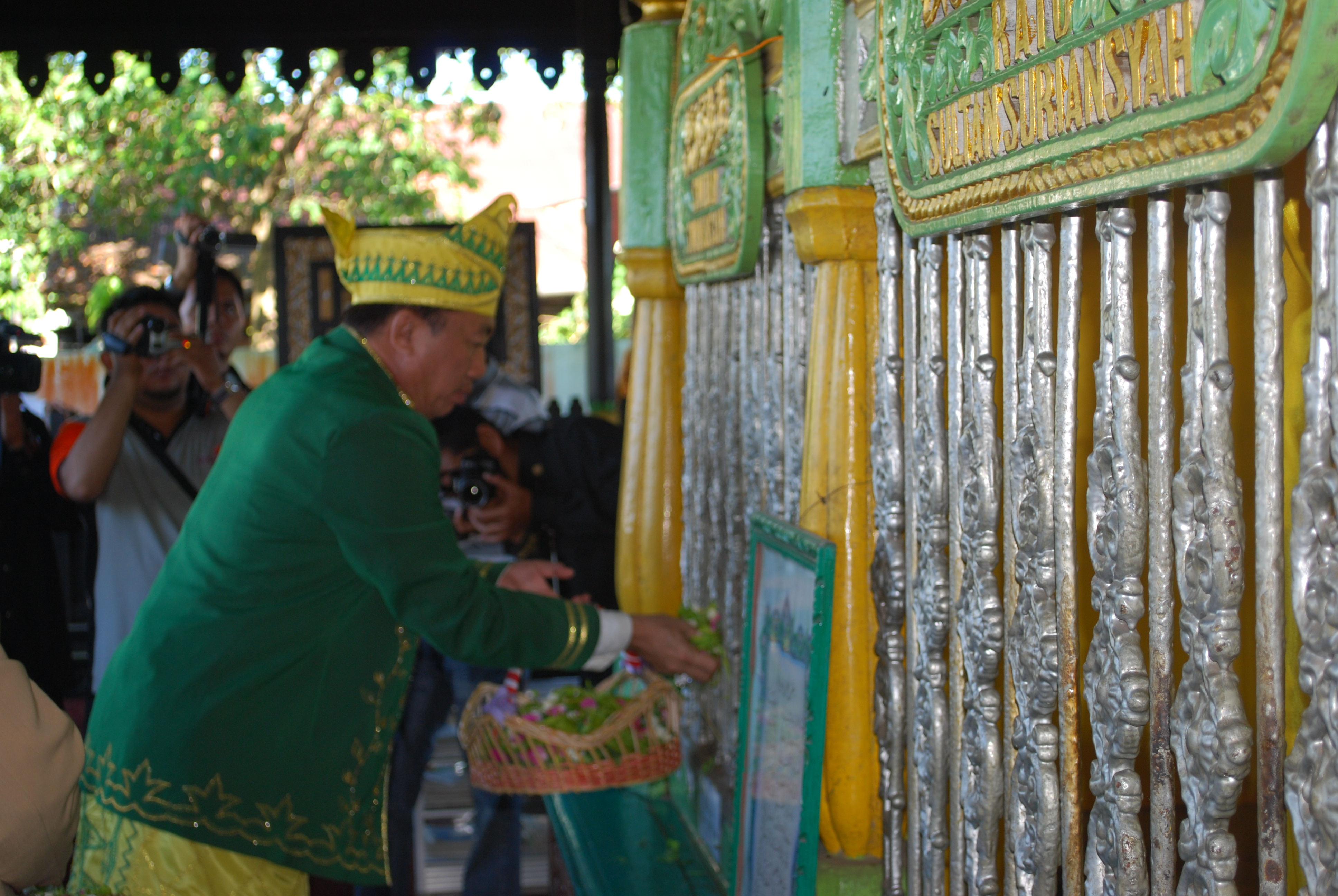 Muhidin Tabur Bunga Sultan Suriansyah Silaturrahmi Jawa Kalimantan Walikota Banjarmasin