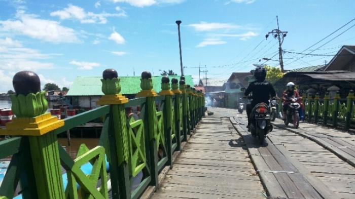 Tag Jalan Rusak Jembatan Manggis Cantik Sayang Lantainya Lepas Masjid