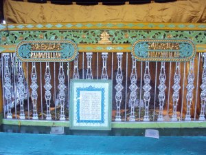 Tahta Banjar Makam Sultan Rahmatullah Ii Kesultanan Anak Tertua Suryanullah