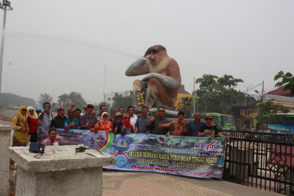 3 Hari 2 Malam Menikmati Banjarmasin 3d2n Suharyanto Patung Bekantan