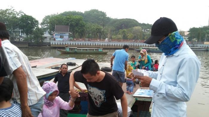 Inilah Sensasi Naik Kelotok Wisata Susur Sungai Martapura Menara Pandang