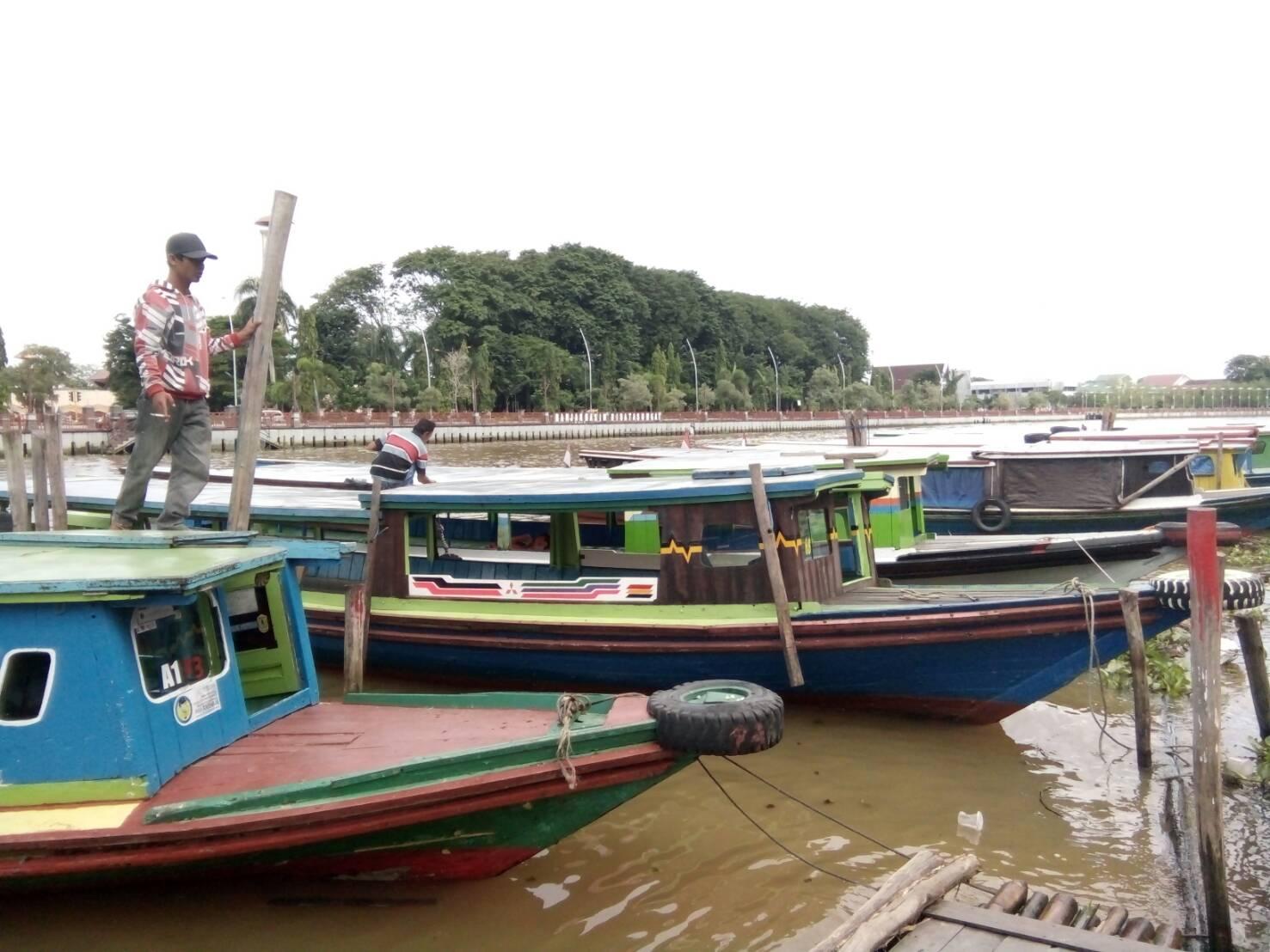 Menambah Pundi Rupiah Tuah Kelotok Sungai Martapura Banjarmasin Menara Pandang