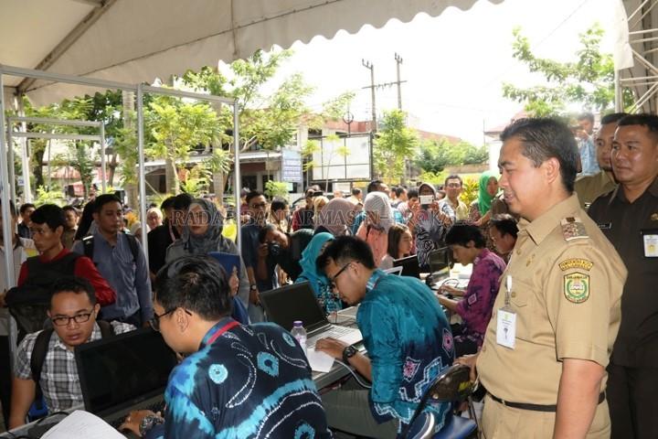 Pencari Kerja Serbu Career Expo Kawasan Siring Menara Pandang Diserbu