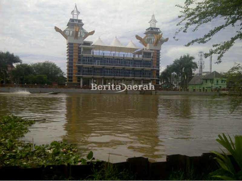 Selayang Pandang Menyusuri Berbagai Tempat Banjarmasin Kalsel Bangunan Menara Sungai