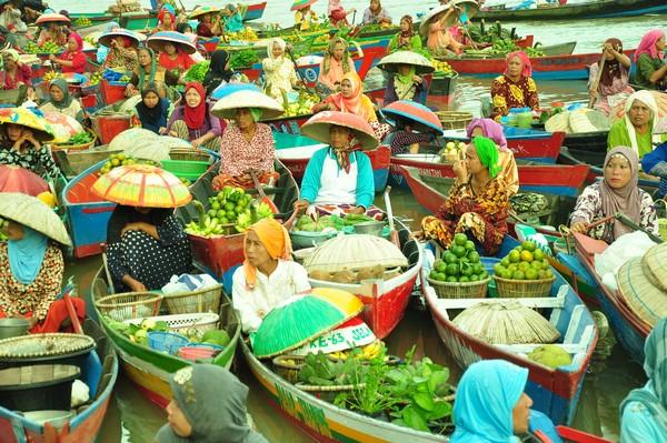 Dinas Kebudayaan Pariwisata Kabupaten Banjar Pasar Terapung Lok Baintan Sungai