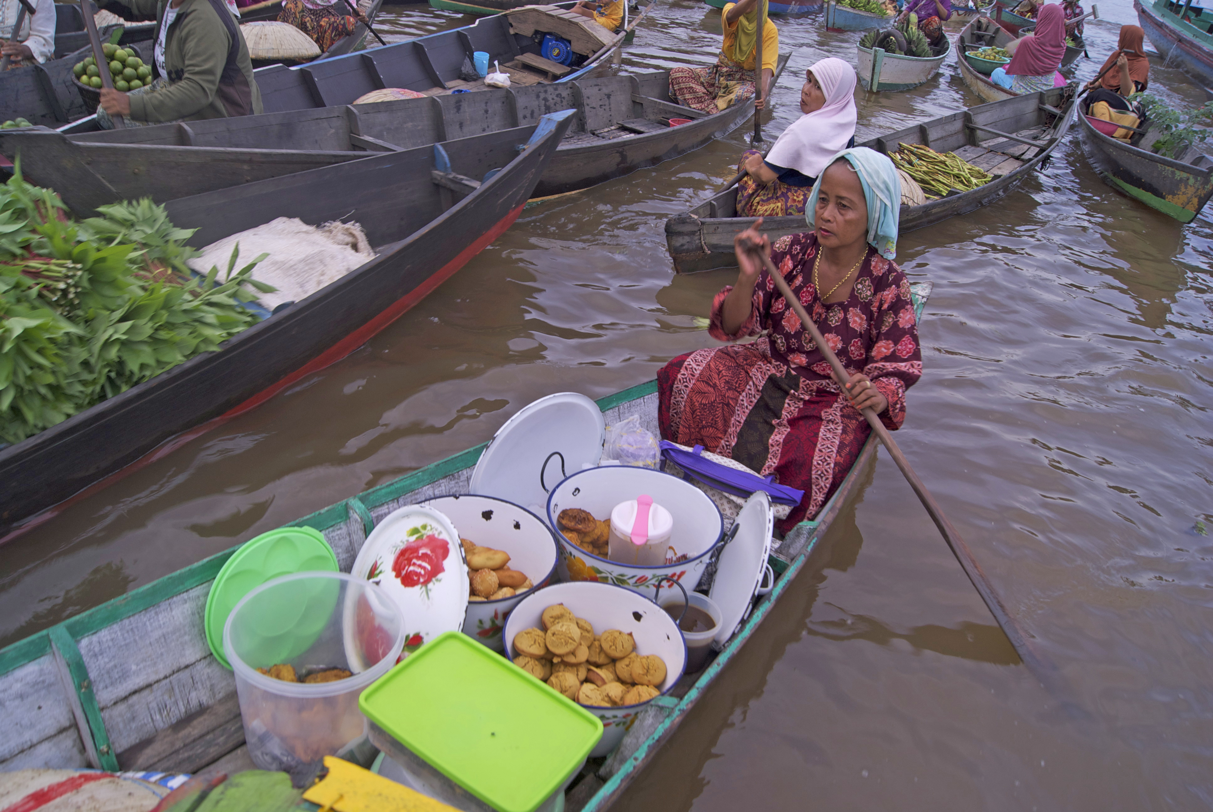 File Pasar Terapung Lok Baintan Penjual Kue Jpg Wikimedia Commons