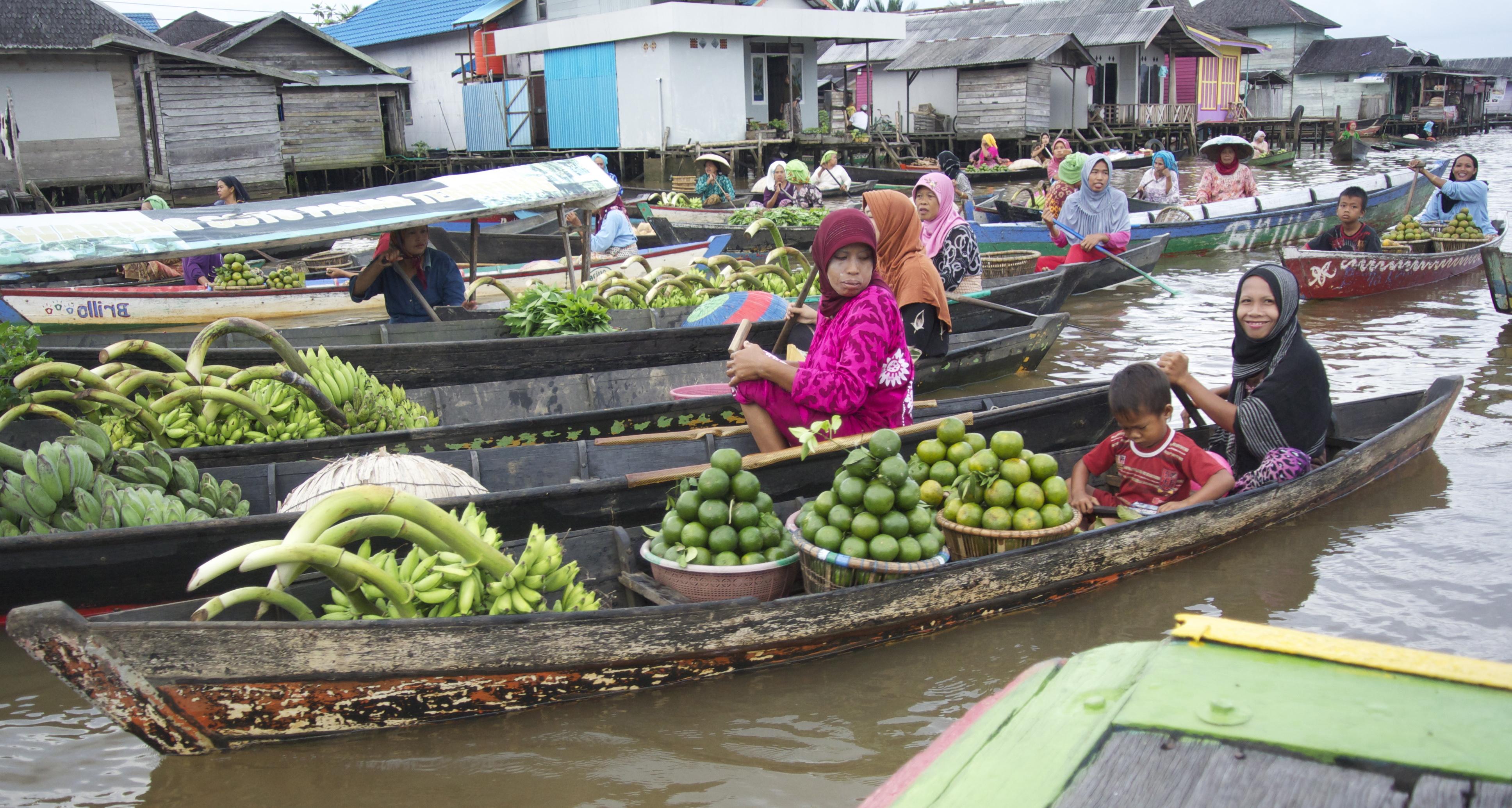 File Pasar Terapung Lok Baintan Pisang Jeruk Jpg Wikimedia Commons