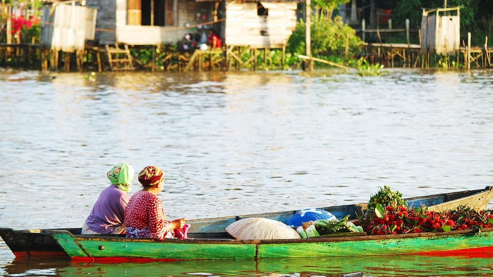Melihat Aktivitas Pagi Hari Pasar Terapung Lok Baintan Tak Buah