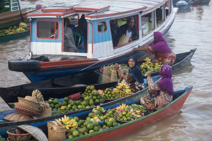 Pasar Terapung Lok Baintan Antara Foto Pedagang Tradisional Melakukan Transaksi