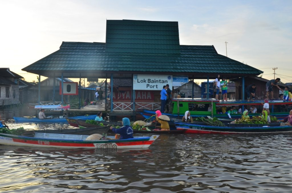 Pasar Terapung Lok Baintan Floating Market Visual Dermaga Terletak Kecamatan