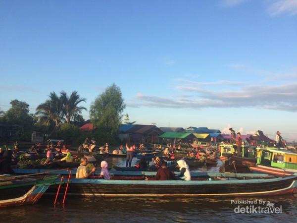 Pasar Terapung Lok Baintan Ikonnya Banjarmasin Kab
