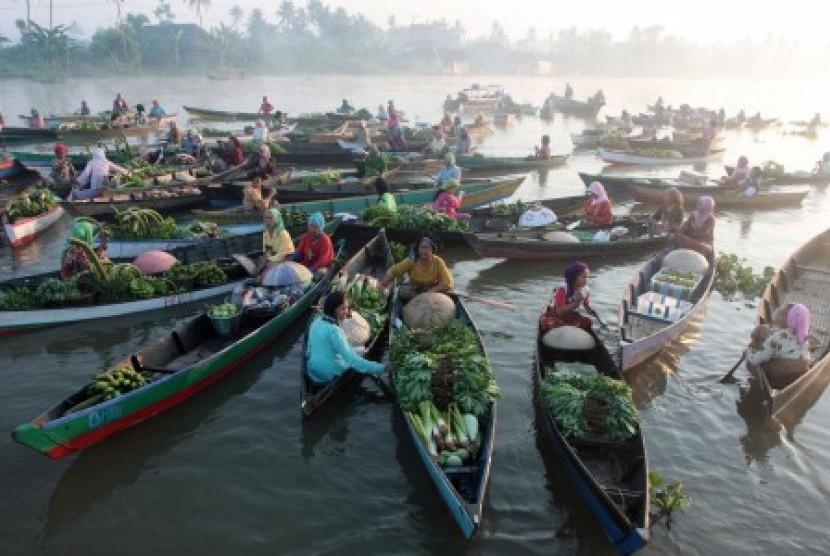 Pasar Terapung Transaksi Menggunakan Sistem Barter Lok Baintan Kalimantan Selatan